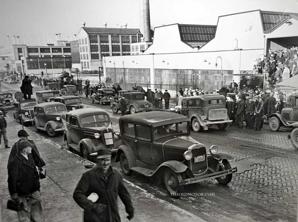 General Motors Workers Return To Work In Flint, Michigan ...