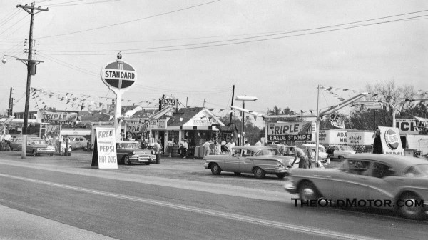 A 1960s Standard Oil Station In St Louis And A Mobilgas