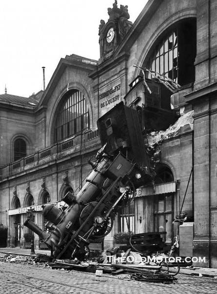 Us 129 Crashes: 1895 Train Wreck In Paris France