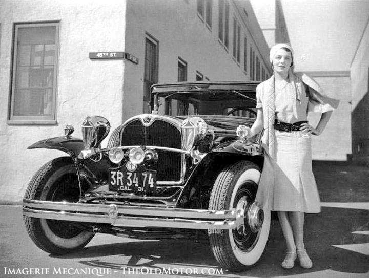 Vintage Women and the Automobile in Photos - The Ford Barn