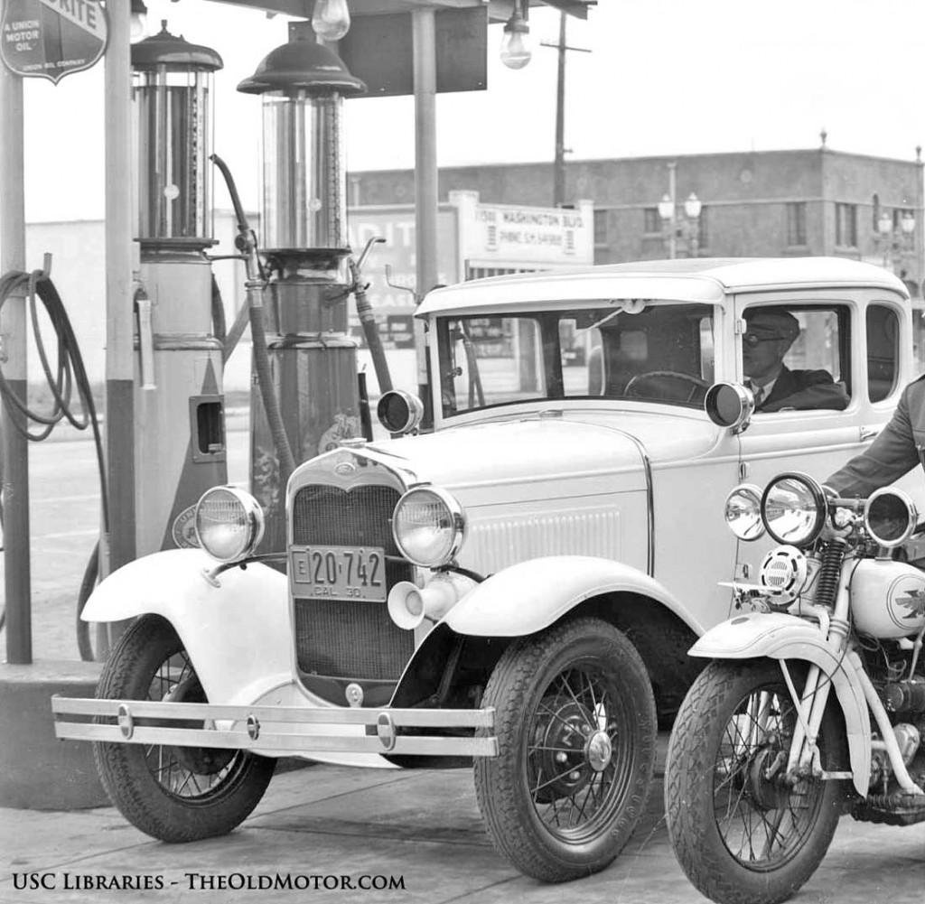 Signal Gas station Model A Ford Coupe Henderson motorcycles