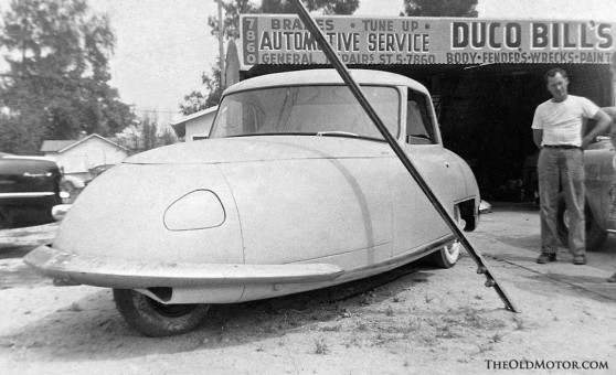 Glenn Gordon Davis built Davis Divan three-wheeler