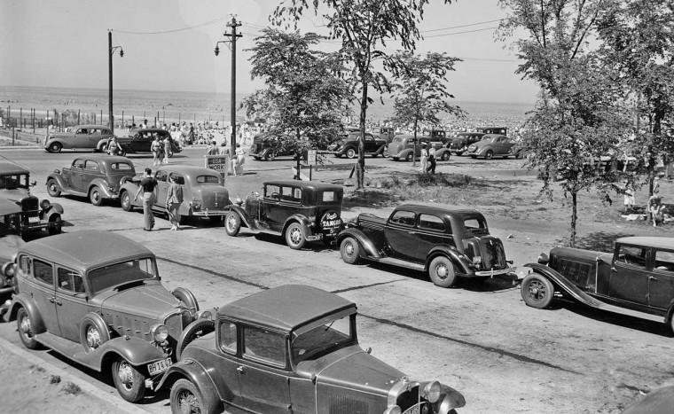 Vintage old 1930s Chicago street scene with old antique vintage cars