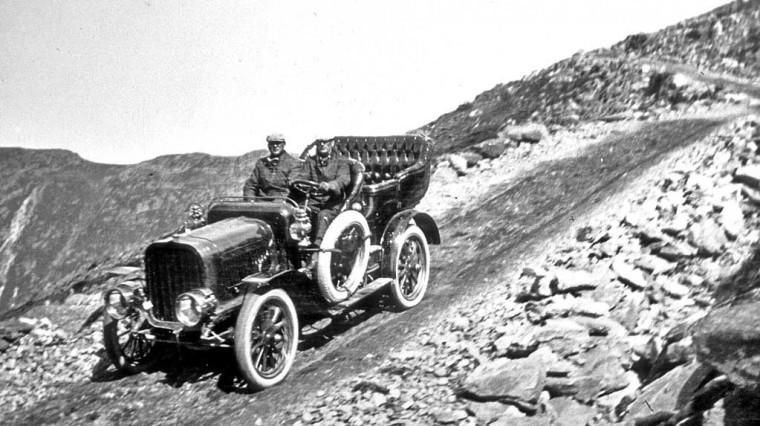 1906 Pope Toledo Touring car descending Mount Washington