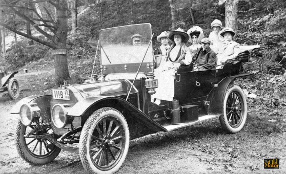 1910 or 1911 Pierce-Arrow seven-passenger touring car.