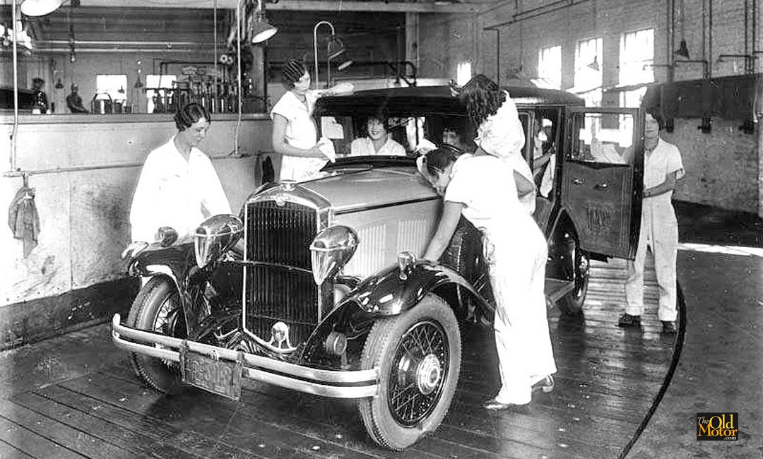 this photo from the california history group on facebook was taken in 1929 the year is based on the ca dealer plate strapped on the sedan