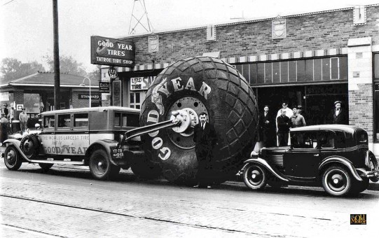 1929 Buick Goodyear Airwheel Bus and American Austin Bantam