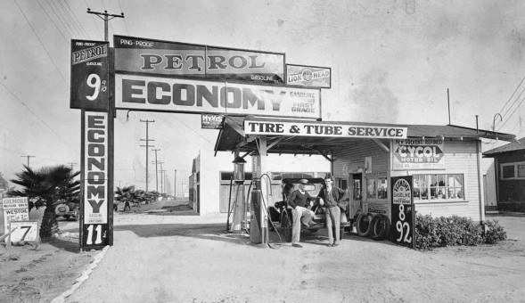 1920s Ecomomy gas station Vermont Ave. Los Angeles