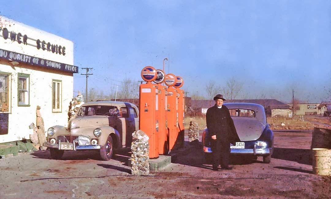 Vintage Gasoline – Seven Nostalgic Service Station Images | The Old