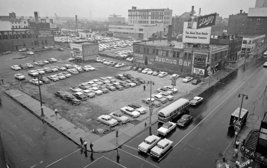 Milwaukee 1957 Avenue Bar - Schlitz
