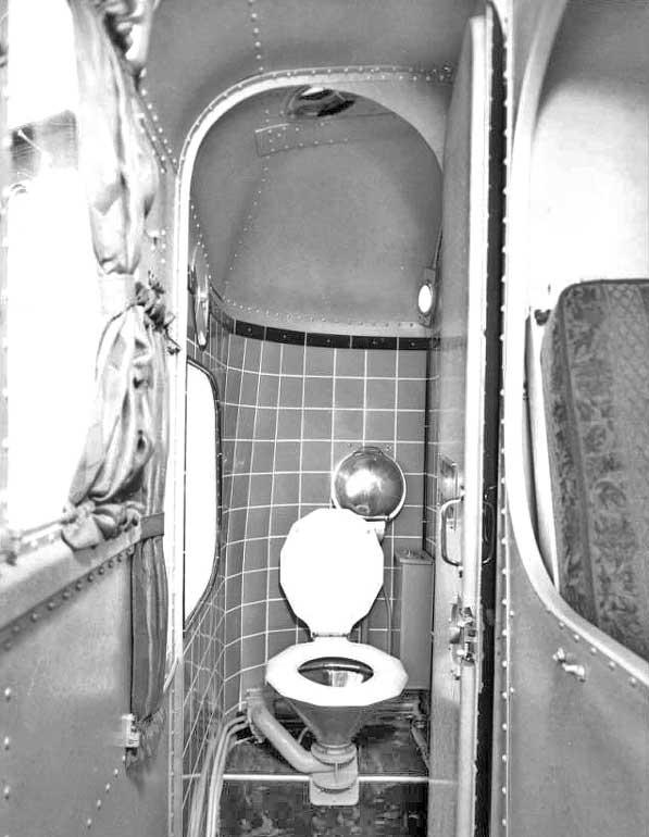Nite Coach bathroom