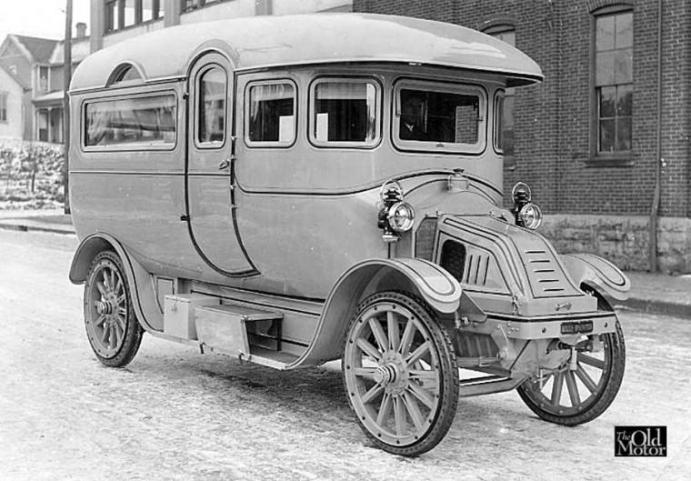 Kelly-Springfield Bus