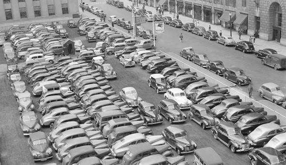 1942 Photo with Mobilgas 1930s-1940s Cars