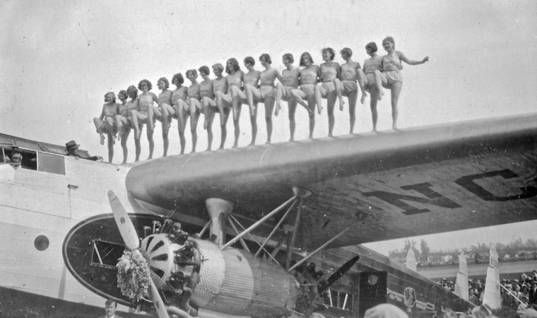 Folker F-32 Into Chorus Line