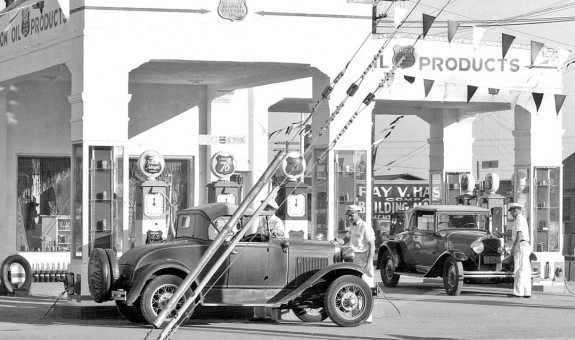 Model A Ford Roadster Union 76 Gas Station I