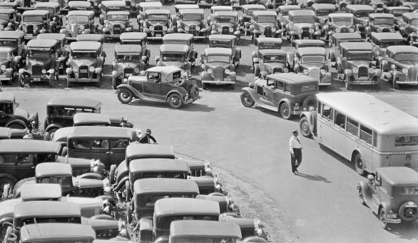 Rockingham Park Parking lot filled with early-1930s cars