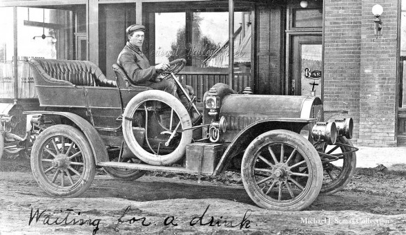 Waiting for a drink - Mystery Circa 1910 Car