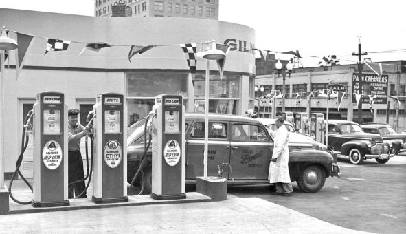 1940s-gilmore-gas-station-opening-i