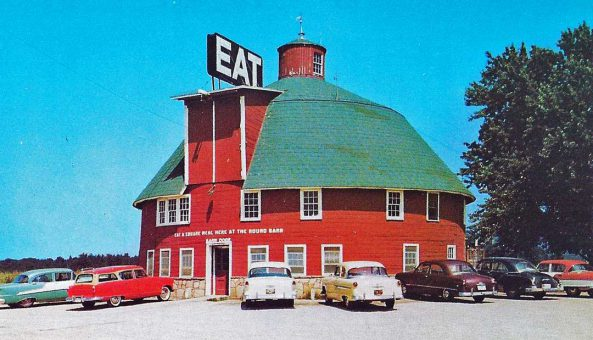 the-round-barn-restaurant-1950s-cars