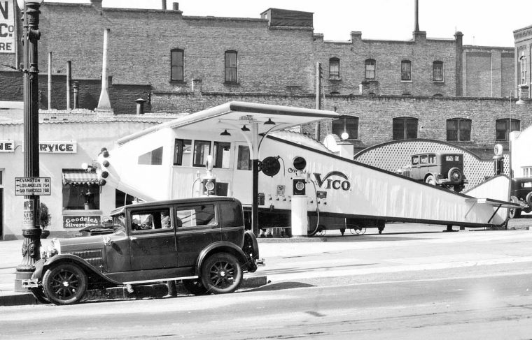 airplane-service-gasoline-station-1929-1