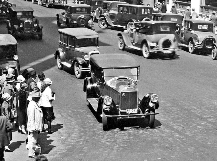 pierce-arrow-and-1920s-cars-new-york-city-streets