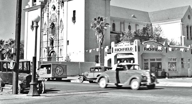 Ridgefield Gasoline Station 1920s & 1930s Cars & Trucks