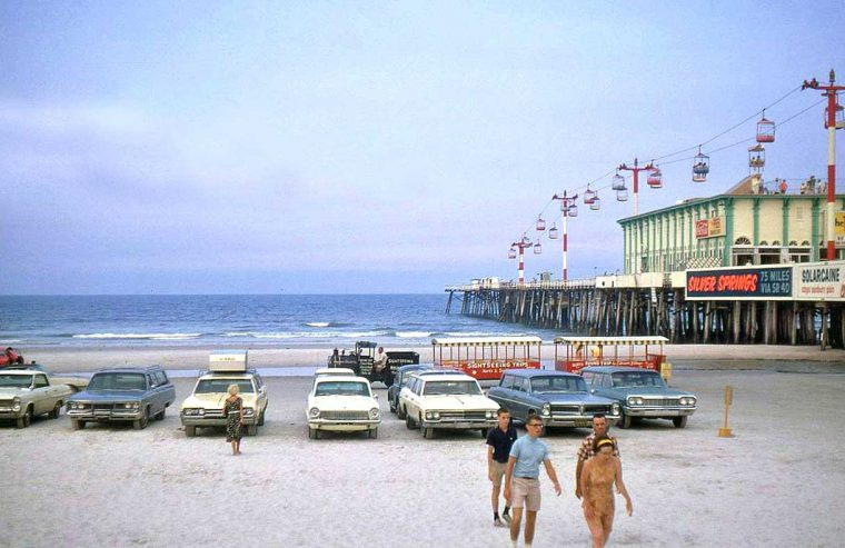 fifties-and-sixties-cars-florida-beach-and-pier