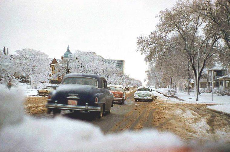 late-1950s-cars-on-a-boulevard