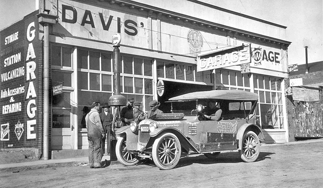 1917-Hupmobile-bowser-sentry-gas-pump-aa