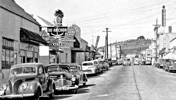 Pismo beach downtown street with 1930s and 1940s autos1
