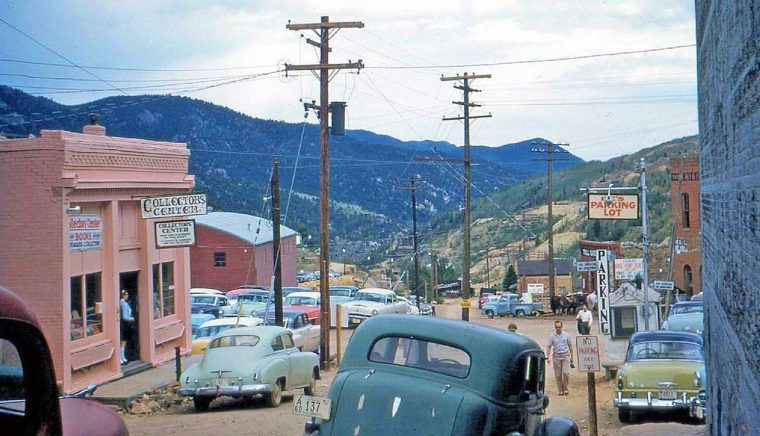 western-tourist-town-filled-with-1950s-vintage-cars