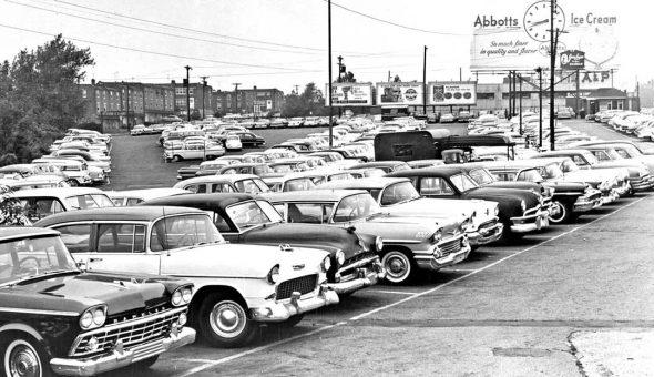 AP-Super-market-parking-lot-circa-1960-1950s-and-1960s-automobiles 1
