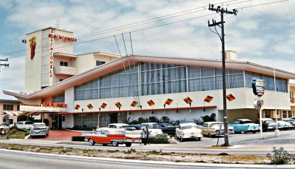 BeachComber Motel Late 1950s to early 1960s and Vintage Cars of the Era