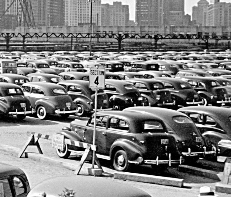 John Vachon Chicago parking lot 1941 2