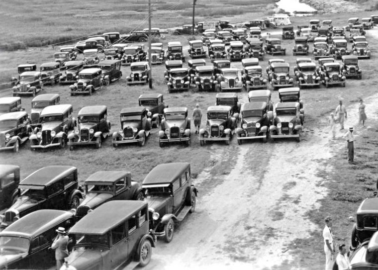 Sea-side-parking-lot-Port-Arthur-Tx-1920s-and-1930s-automobiles 2