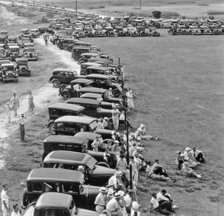 Sea-side-parking-lot-Port-Arthur-Tx-1920s-and-1930s-automobiles 3