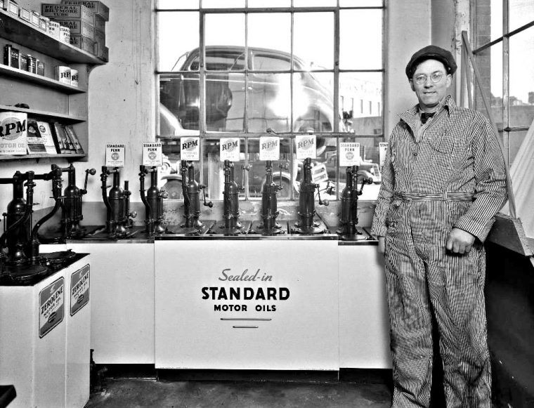 Standard Oil RPM Motor Oil Standard Penn Gasoline Station Display