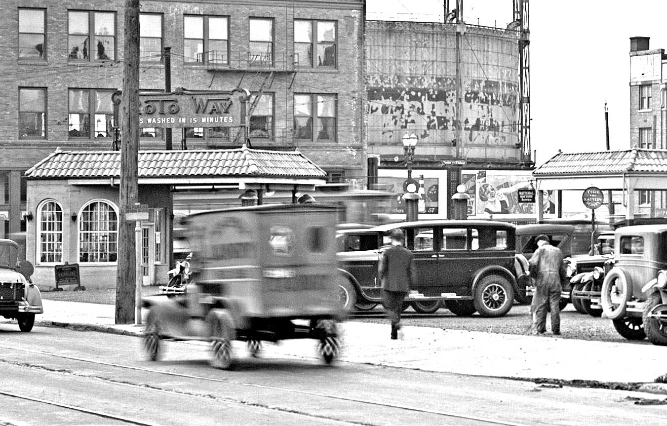 Vintage Gas: Period Photos and a Texaco Sky Chief Television