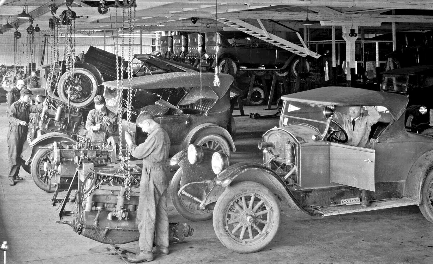 Vintage 1920s Car Service Department | The Old Motor