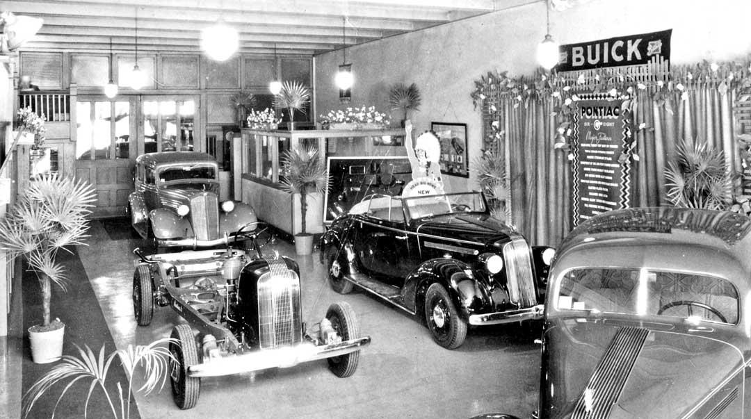 Buick-Pontiac-Dealers-Showroom-1935.jpg