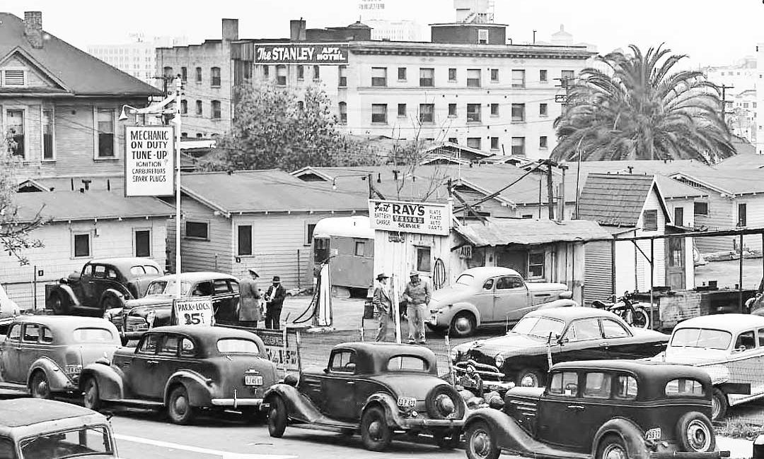 Ray\'s Service: Gas, Repairs and Parking in Los Angeles | The Old Motor
