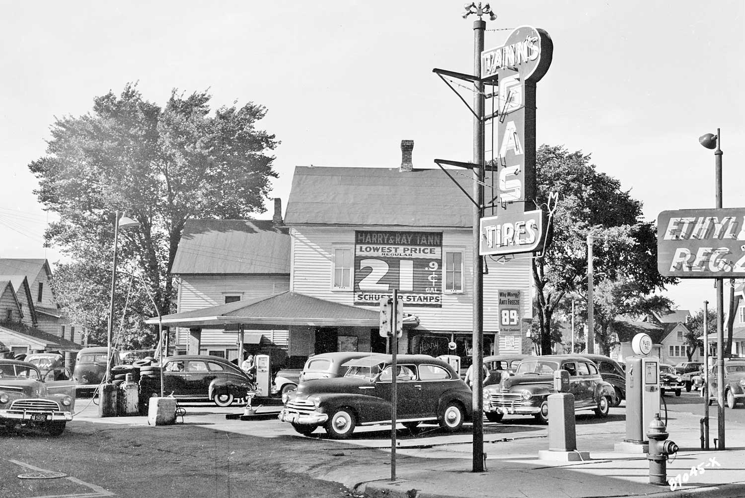 Harry And Ray Tann S Gasoline Station And Tire Shop The Old Motor